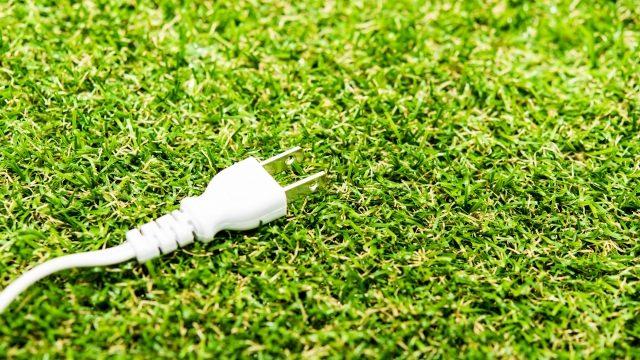 芝生にコンセント