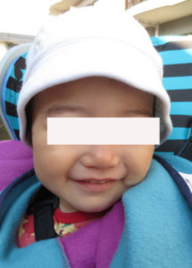 帽子を被った子供