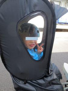 norokkaレインカバー子供が乗っている横側