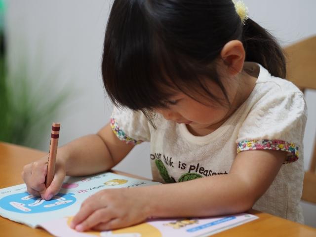 子供がひらがなの勉強