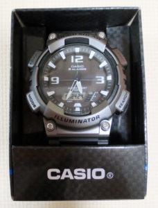箱に入った腕時計