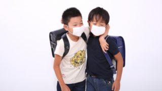 風邪をひいている小学生